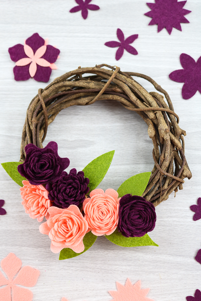 DIY felt flowers wreath