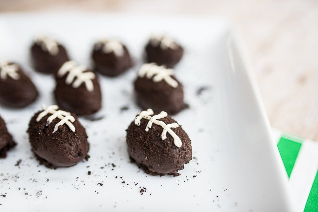 making chocolate truffles from oreo cookies