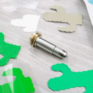how to use the cricut wavy cutting blade