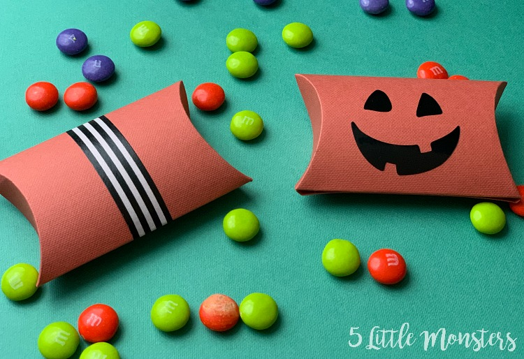 easy party crafts halloween pillow boxes