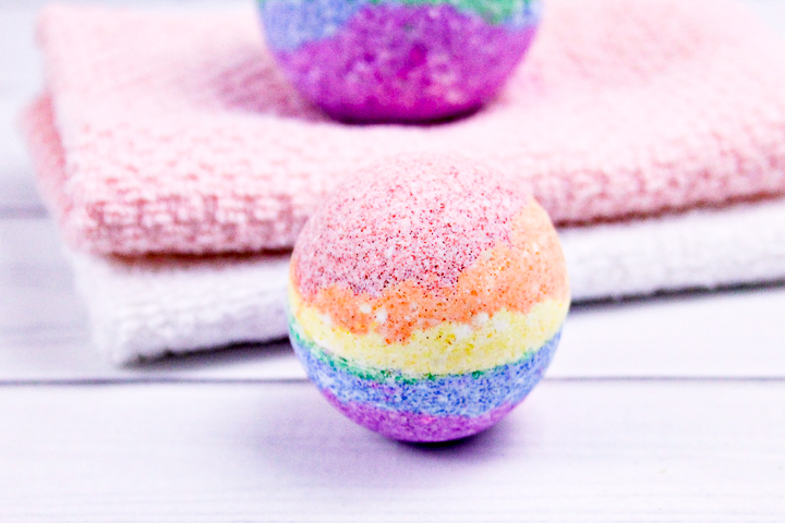 instructions for making bath bombs in rainbow colors