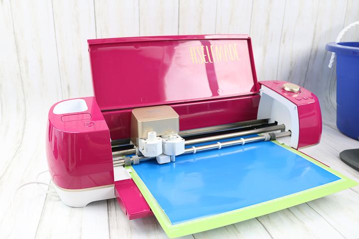 cutting vinyl on a cricut machine