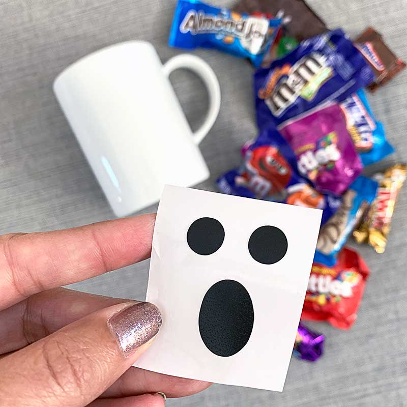 Cut Halloween face stickers with your Cricut