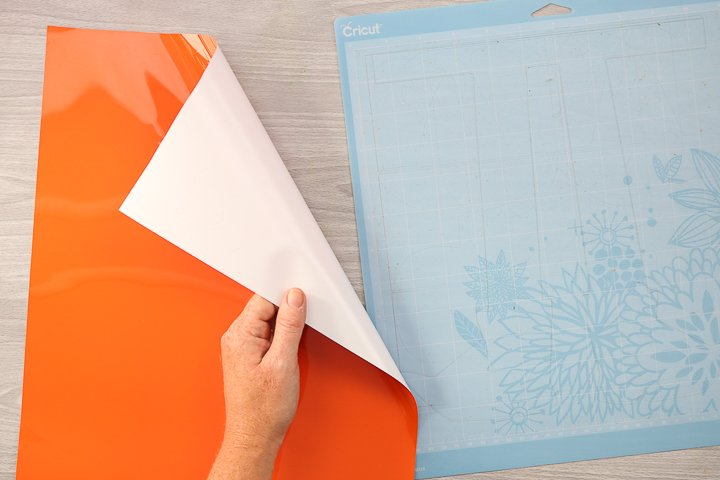 how to add heat transfer vinyl to a cutting mat