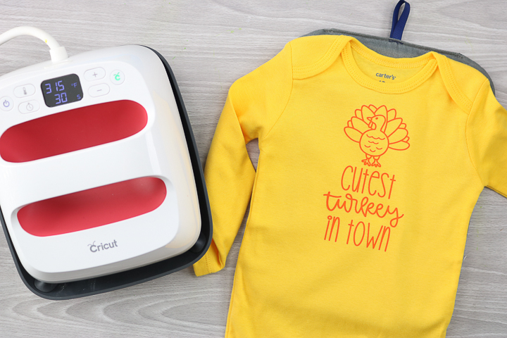how to use iron-on vinyl with the cricut easypress