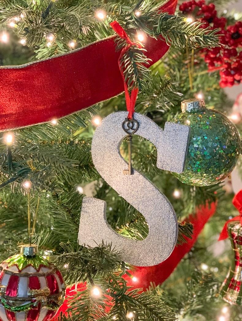 Everyday-Party-Magazine-Glitter-Santa-Key
