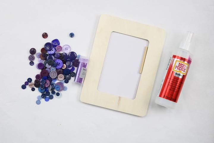 button glitter frame supplies