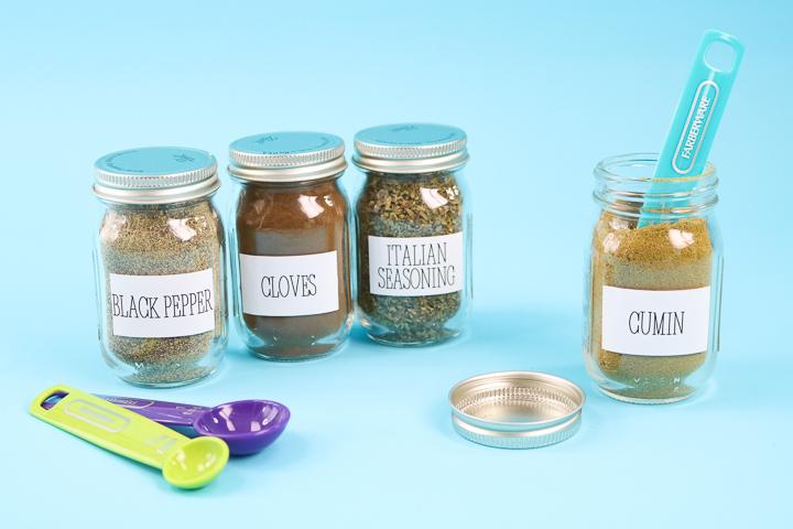 making cricut spice labels