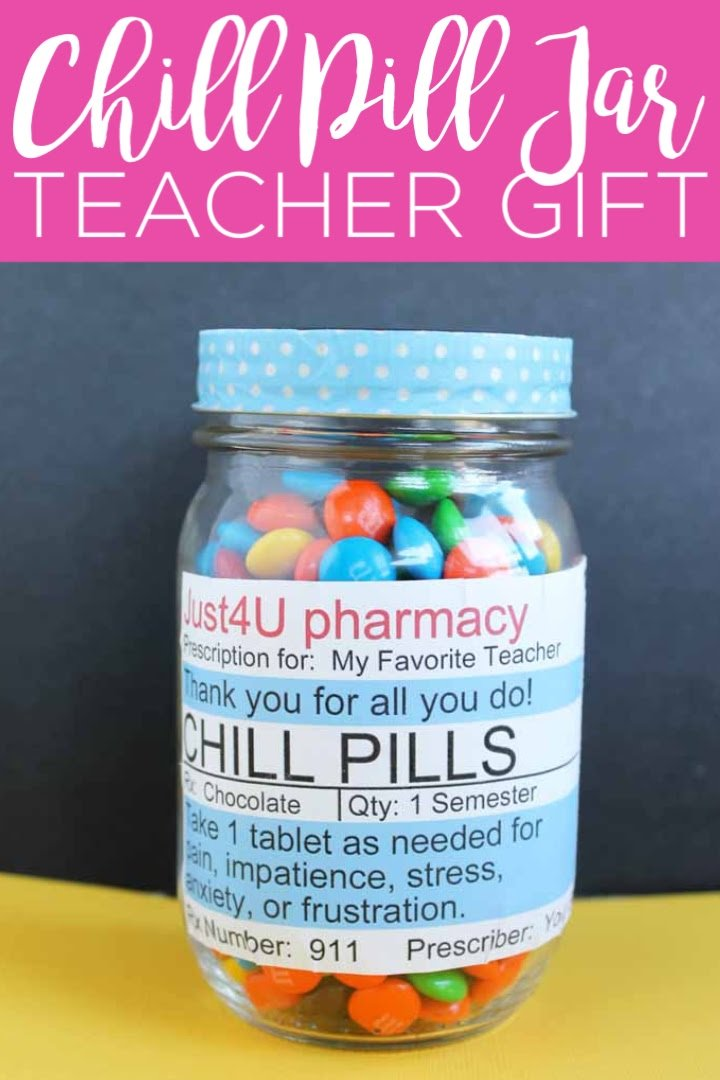 Download this chill pill label and make a teacher thank you gift! This free printable will put a smile on any teacher's face! #teacherapprecation #teacher #teachergift #masonjar #giftinajar #freeprintable #printable