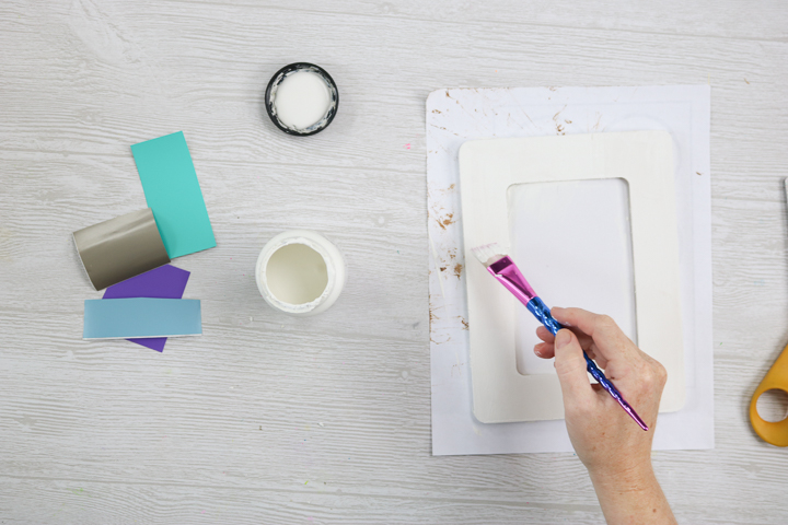 painting a picture frame