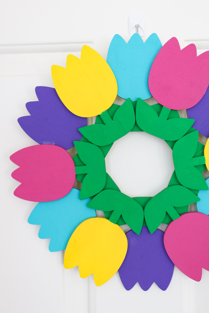 make a tulip spring wreath