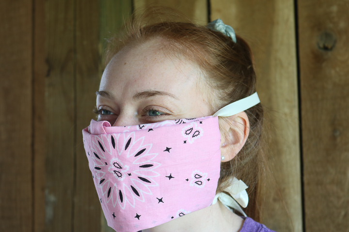 how to wear a bandanna as a face mask