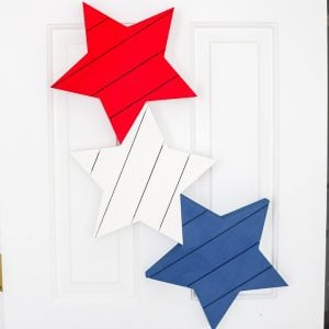 "palette étoiles couronne de 4 juillet ""srcset ="" https://www.thecountrychiccottage.net/wp-content/uploads/2020/05/patriotic-door-decor-6-of-8-300x300.jpg 300w, https: / /www.thecountrychiccottage.net/wp-content/uploads/2020/05/patriotic-door-decor-6-of-8-150x150.jpg 150w, https://www.thecountrychiccottage.net/wp-content/uploads/ 2020/05 / patriotic-door-decor-6-of-8-360x361.jpg 360w, https://www.thecountrychiccottage.net/wp-content/uploads/2020/05/patriotic-door-decor-6-of -8-332x332.jpg 332w, https://www.thecountrychiccottage.net/wp-content/uploads/2020/05/patriotic-door-decor-6-of-8-500x500.jpg 500w, https: // www .thecountrychiccottage.net / wp-content / uploads / 2020/05 / patriotic-door-decor-6-of-8-610x610.jpg 610w, https://www.thecountrychiccottage.net/wp-content/uploads/2020/ 05 / patriotic-door-decor-6-of-8.jpg 720w ""tailles ="" (largeur max: 250px) 100vw, 250px"