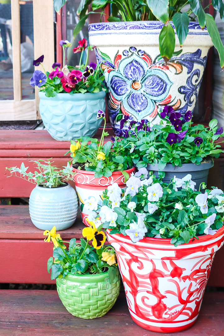 "comment décorer avec des jardinières ""class ="" wp-image-70913 ""srcset ="" https://www.thecountrychiccottage.net/wp-content/uploads/2020/05/planter-ideas-1-of-6.jpg 720w , https://www.thecountrychiccottage.net/wp-content/uploads/2020/05/planter-ideas-1-of-6-200x300.jpg 200w, https://www.thecountrychiccottage.net/wp-content/ uploads / 2020/05 / planter-ideas-1-of-6-683x1024.jpg 683w, https://www.thecountrychiccottage.net/wp-content/uploads/2020/05/planter-ideas-1-of-6 -610x915.jpg 610w ""tailles ="" (largeur max: 720px) 100vw, 720px"