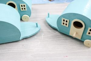 how to paint a birdhouse