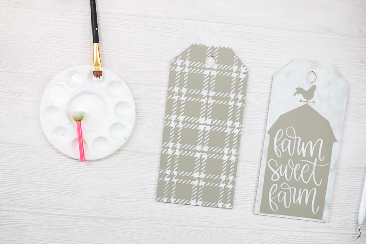 how to make door tags with a cricut