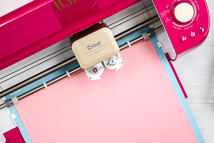 cutting heat transfer vinyl with a cricut