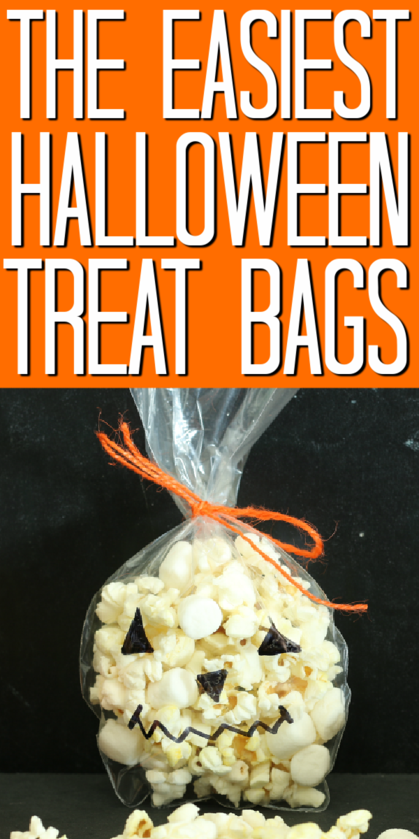 Make these Halloween popcorn bags with your little ones! This craft is easy enough for kids to make but cute enough to give as a gift! #halloween #kidscraft #popcorn #trickortreat
