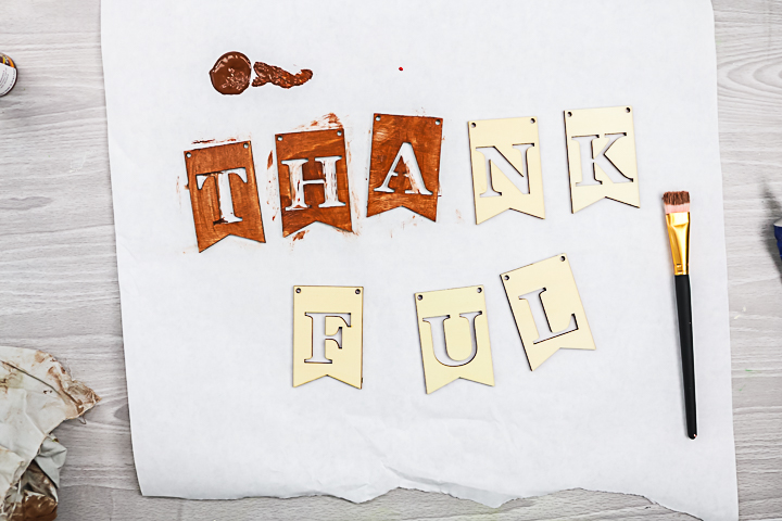 adding stain to thankful letters