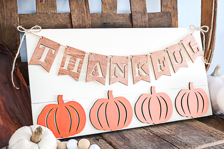 farmhouse style thankful sign