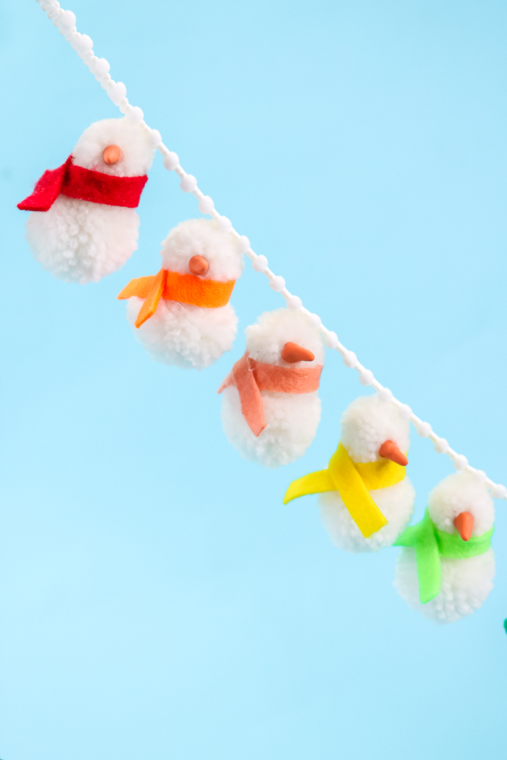 how to make a snowman garland from pom poms