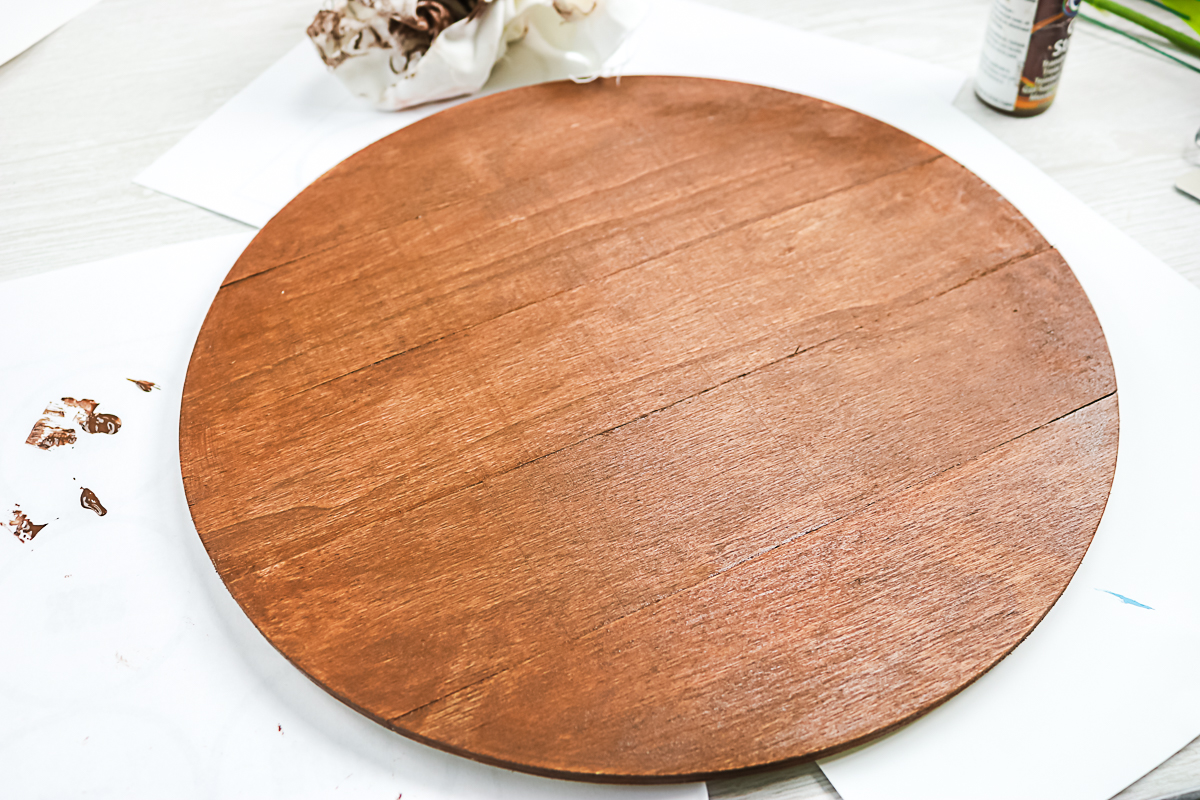 staining a wood round