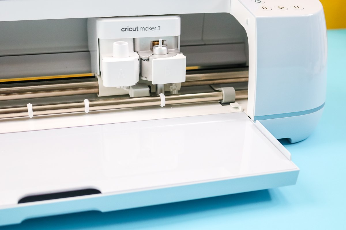 guides on cricut maker 3 for cutting without a mat