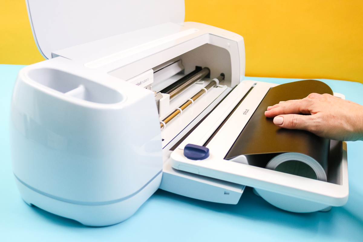 putting smart vinyl in the cricut roll holder