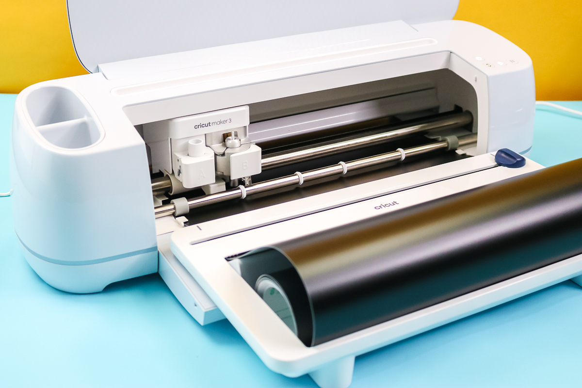 cutting smart vinyl with a cricut maker 3