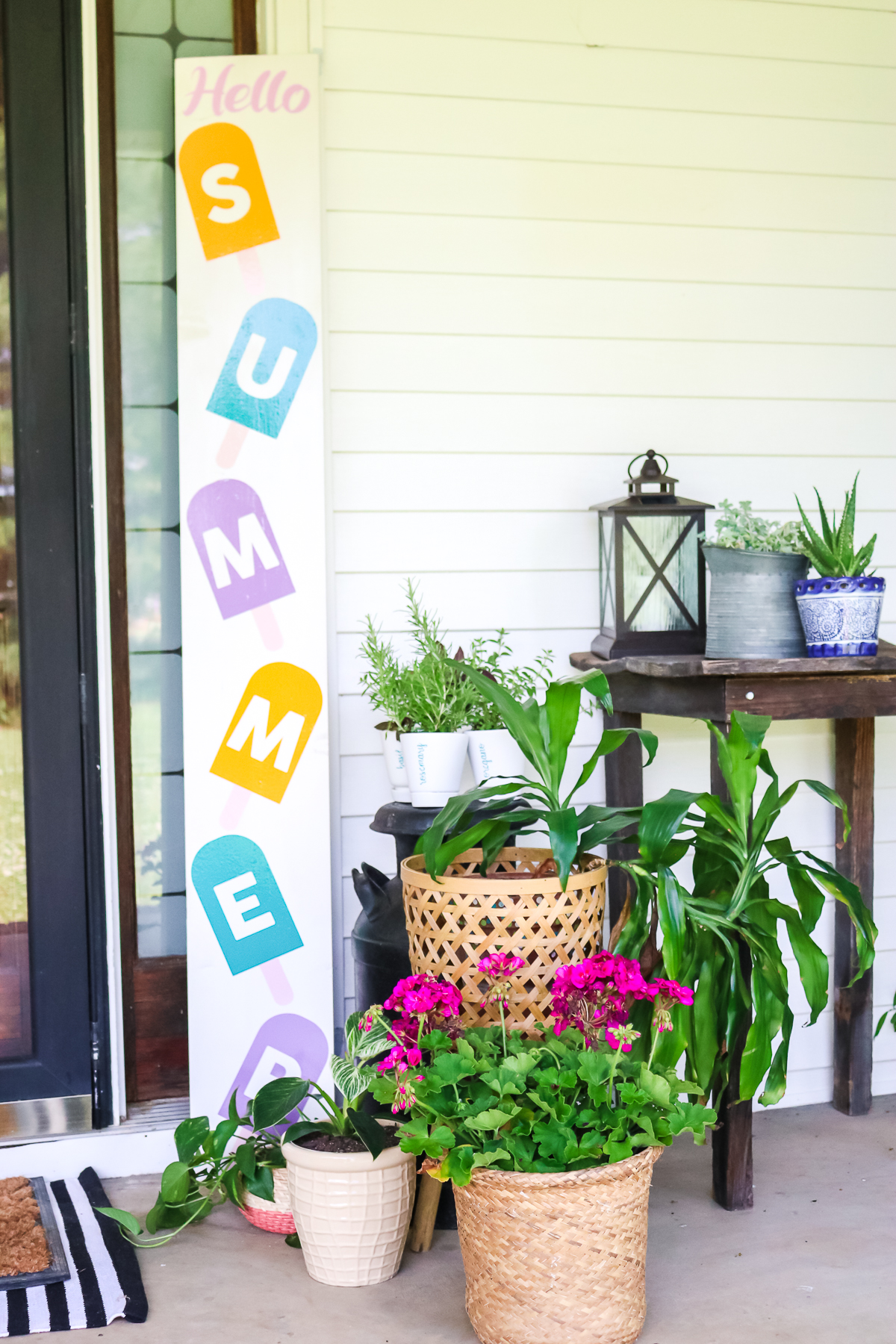 diy welcome sign made on a cricut