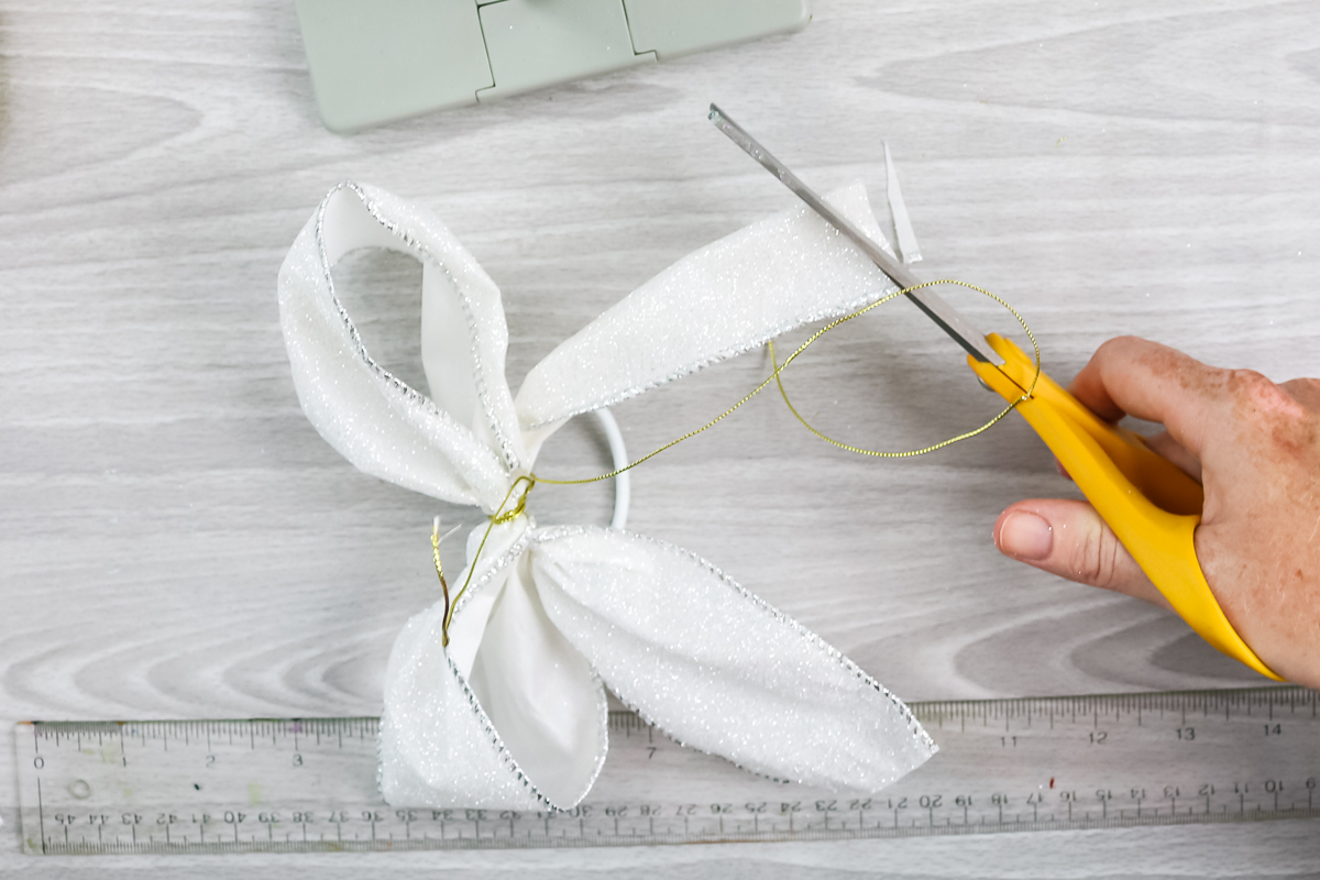 cutting ends of ribbon at an angle