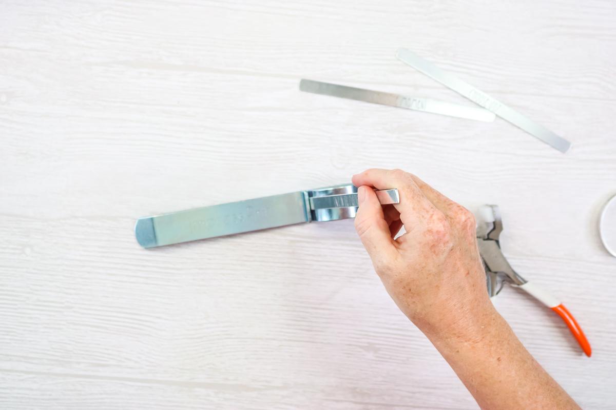 bending bar for a cuff bracelet
