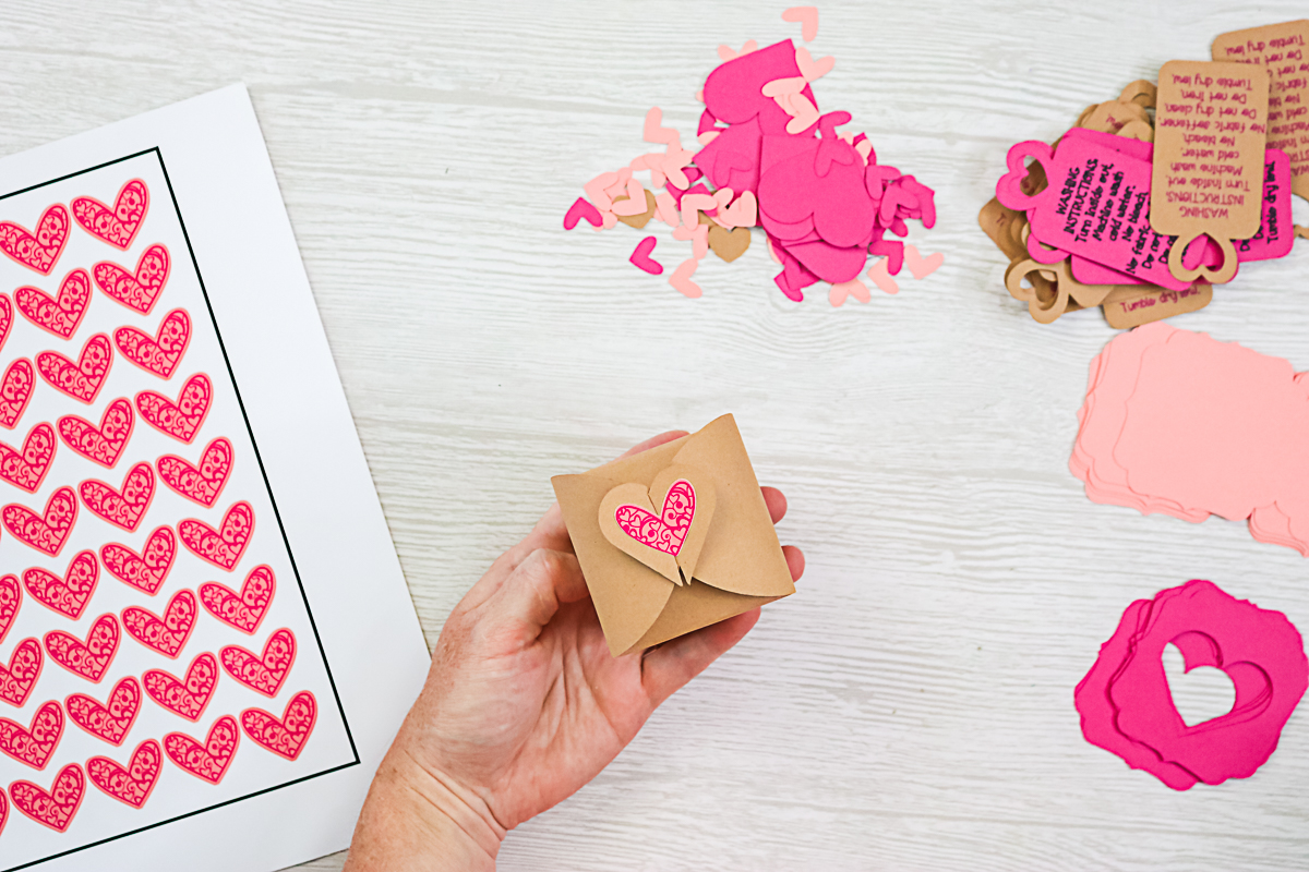 making a gift box with a cricut